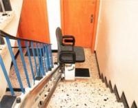 Наклонные (лестничные) подъемные устройства с креслом для инвалидов
